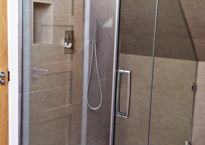Shower enclosure clear glass