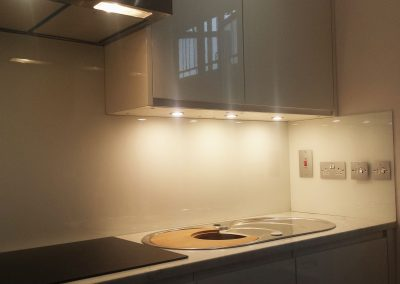 ral 9010 kitchen splashback