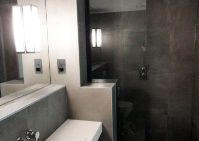 shower screen hotel