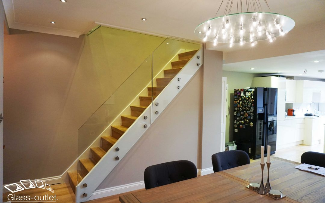 Glass balustrade for stairs installation