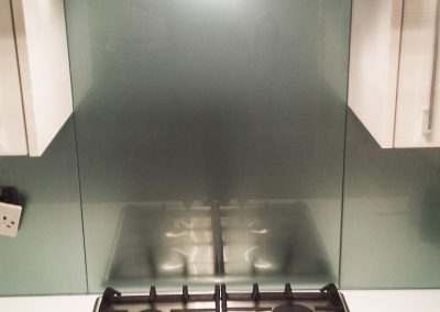metallic silver glass hob splashback