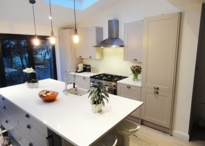 pearl white kitchen splashback