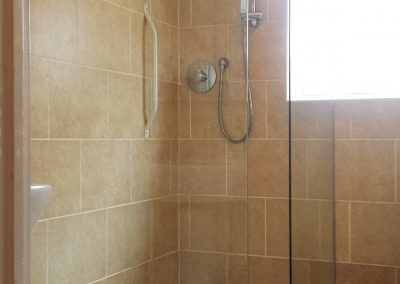 shower screen made with glass