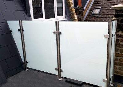 Balcony balustrades white